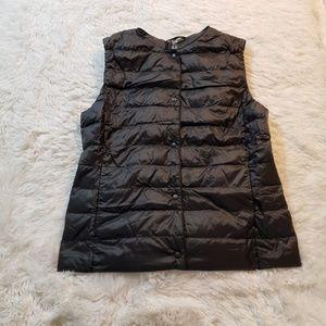 Uniqlo collarless Down Vest Womens Size M